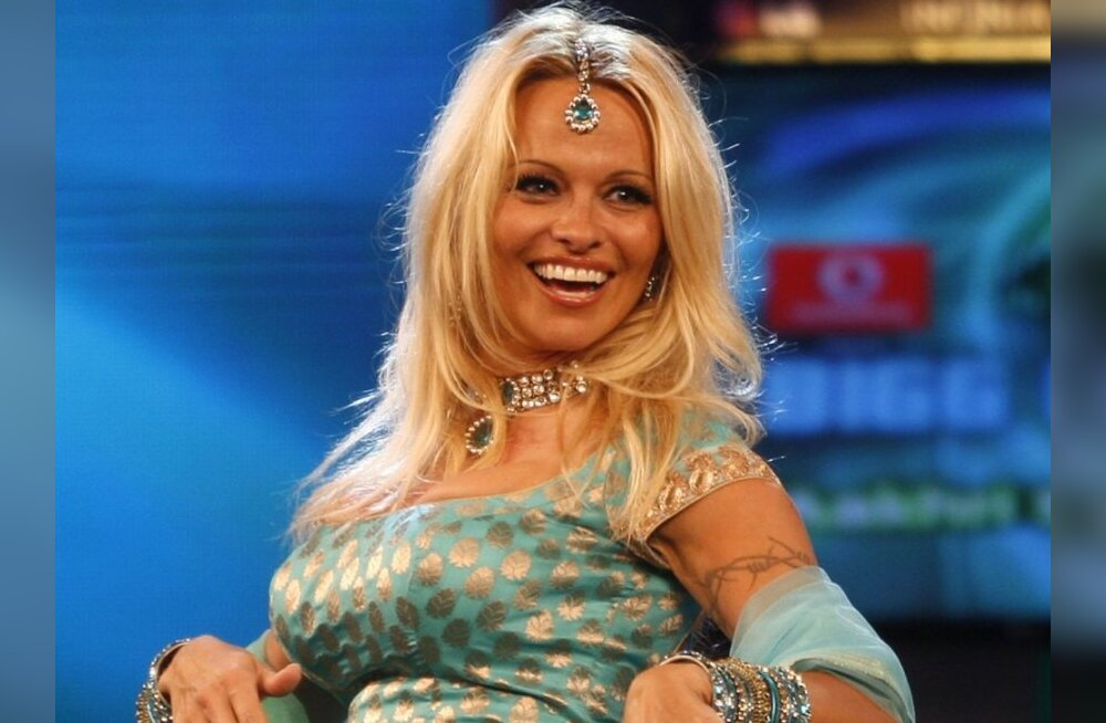 FOTOD: Pamela Anderson miilustas kirglikult poiss-sõbraga