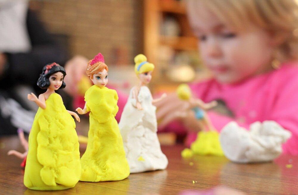 5 halba harjumust, mis sa oma lastele ise sisse oled harjutanud, kuid nüüd on aeg neid muuta