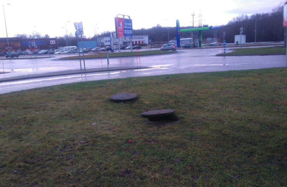 Жительница Кохтла-Ярве: на газоне уже два месяца открыт люк, а там часто гуляют дети!