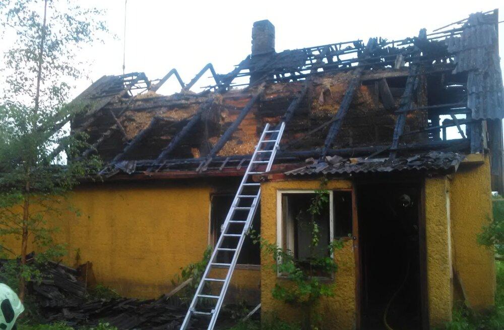 FOTO | Jõgevamaal põles jaaniööl elumaja