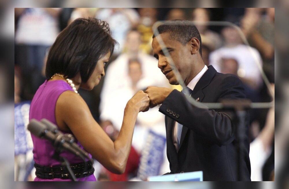 Obama-poks: Michelle tervitab Baracki.