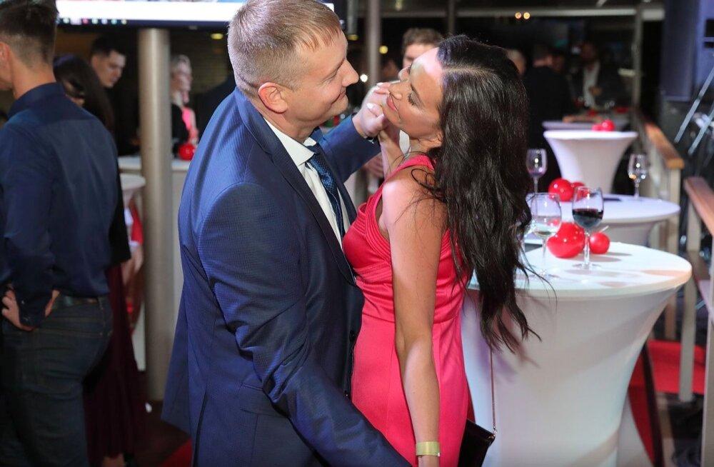 Palju õnne! Edukas Eesti ärimees kihlus kuulsa ja kauni Läti näitlejannaga