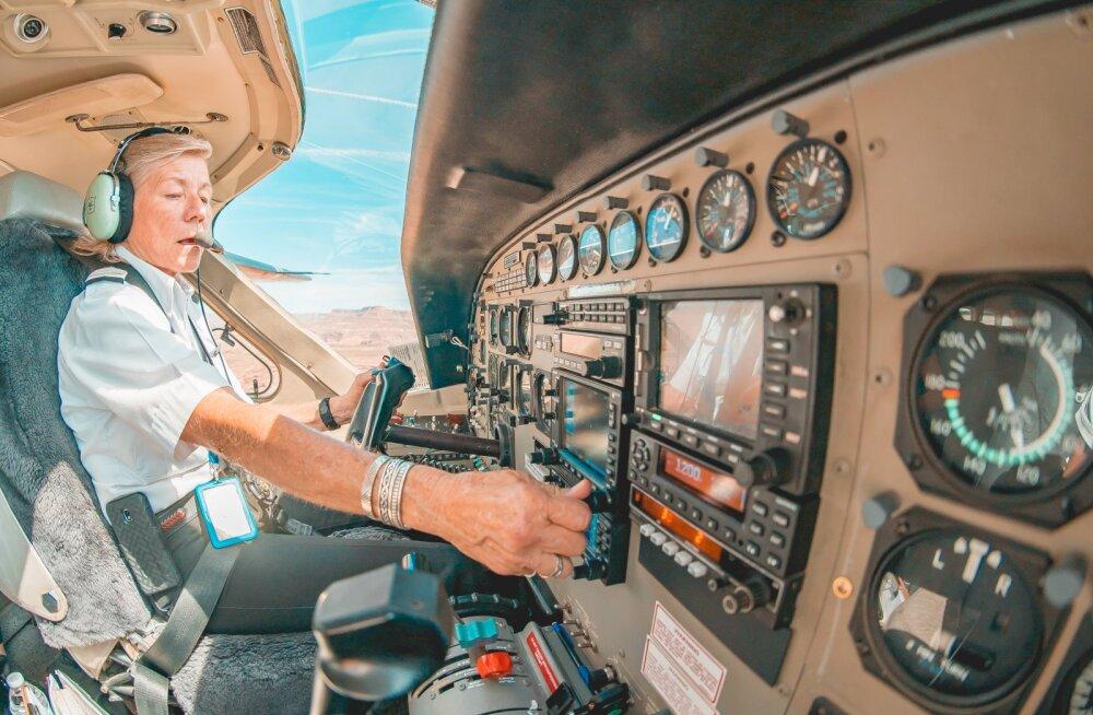 Стюардесса рассказала, почему пилотам нельзя носить бороду и пышные усы