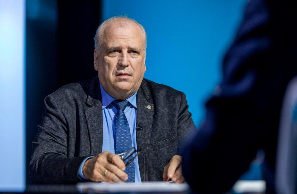 Mart Järvik, Esimene stuudio