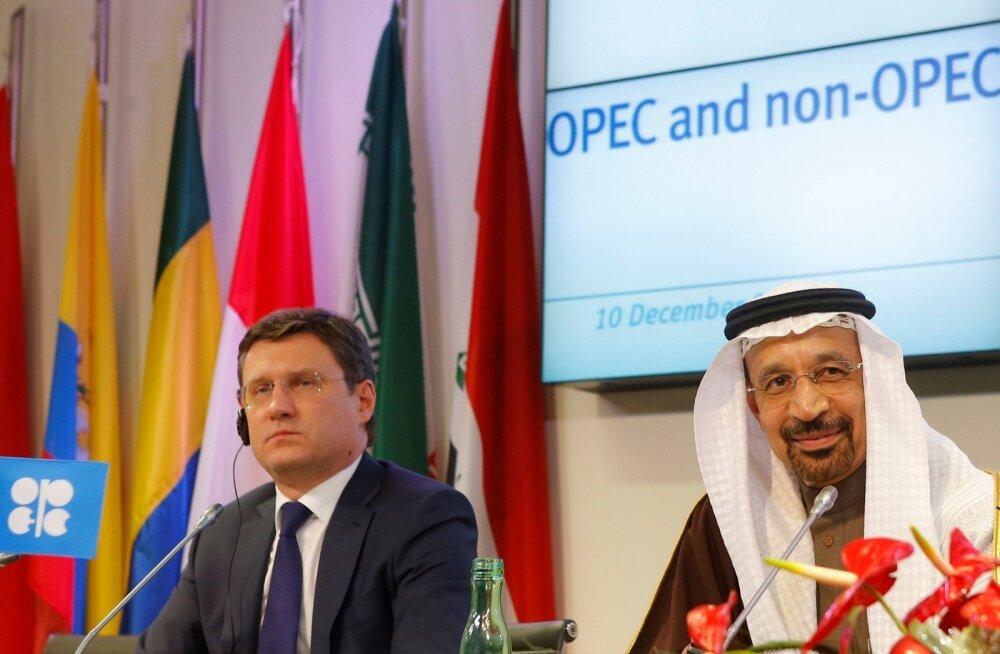 Venemaa energiaminister Aleksander Novak (vasakul) ja Saudi-Araabia energiaminister Khalid al-Falih 10. detsembril Viinis kokkuleppest teada andmas.