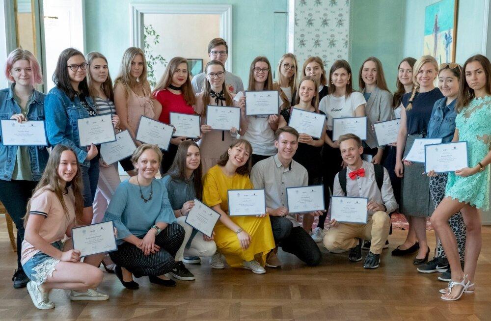 Vene Delfi suvekooli õpilaste vastuvõtt Rootsi saatkonnas