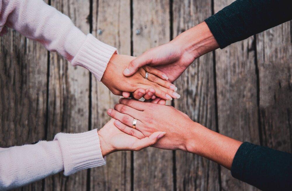 Enesekindlad inimesed soovitavad häid nõkse, et suhe jääks püsima ka raskel ajal