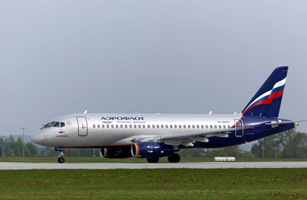 Moskvas tunti kärsahaisu Riiga lendama pidanud Aerofloti Suhhoi Superjet 100-s, reisijad evakueeriti