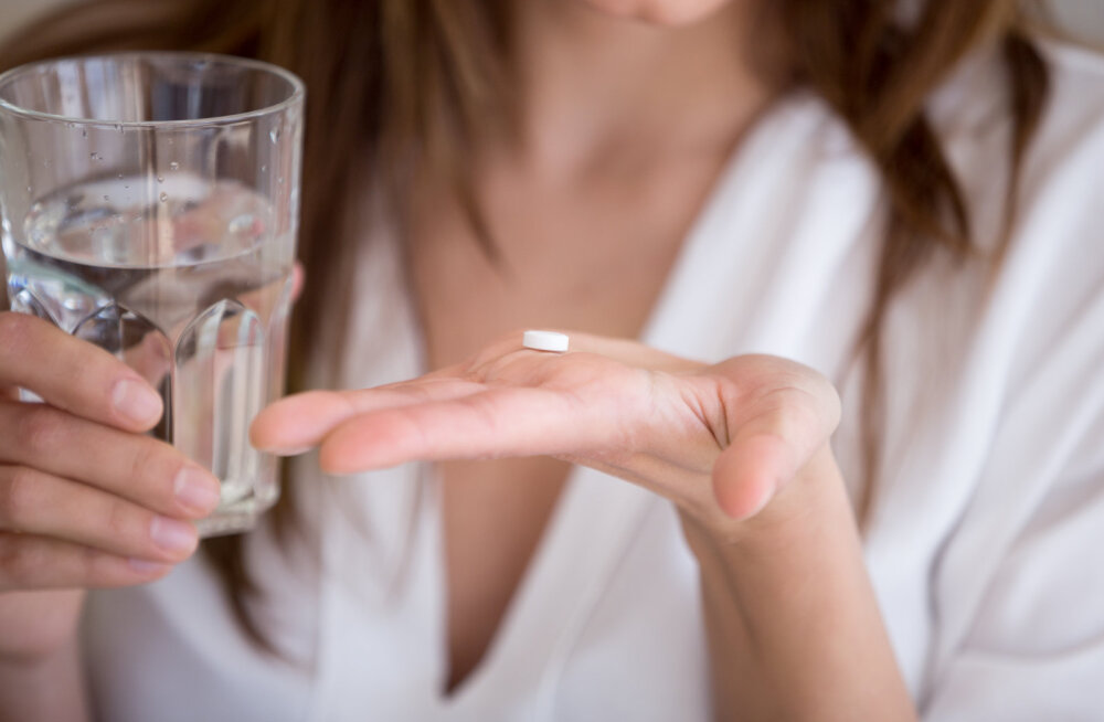Naine pihib: kuigi mu mees arvab, et me proovime last saada, neelan ma iga kord peale kondoomita seksimist SOS-pilli