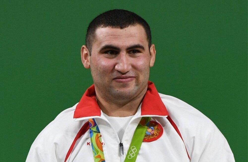 Siin fotol veel 19-aastane Simon Martirosjan on kuni 109 kg kaaluvate meeste konkurentsis tõeline valitseja.