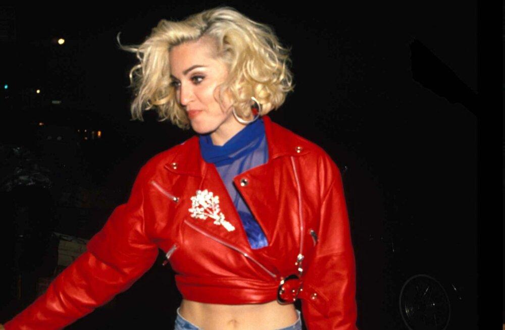 KUUM KLIPP | Madonna soojendab häälepaelu üles rindadega mängides