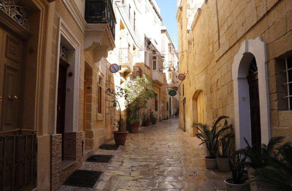 Malta linnades on kitsad tänavad