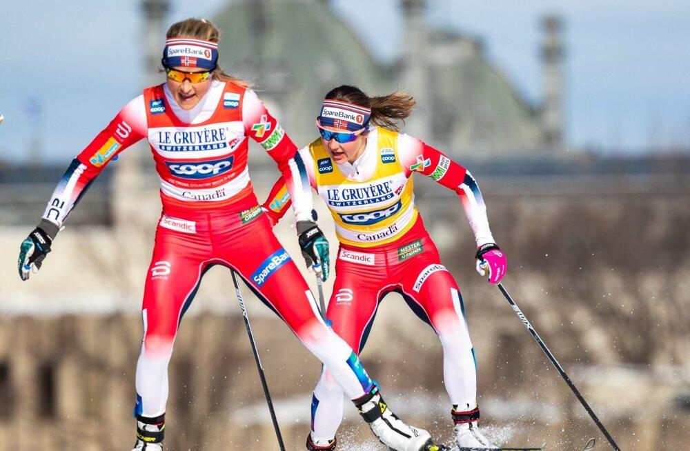 Therese Johaug (esiplaanil) ja Ingvild Flugstad Östberg hooaja viimasel etapil.