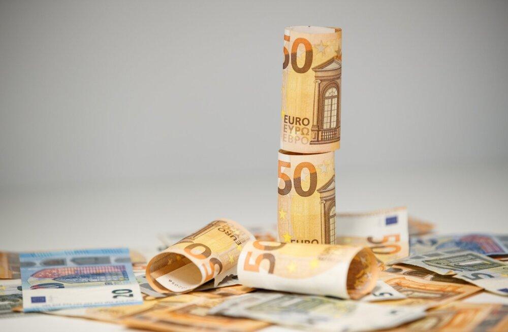 Rahapoliitiliselt ei kannata sissemaksete peatamine teise pensionisambasse kriitikat, sest soovitud eelarvesääst jääb oodatust väiksemaks, kuna sotsiaalmaksu laekumine on juba aprillis ligi 10% vähenenud.