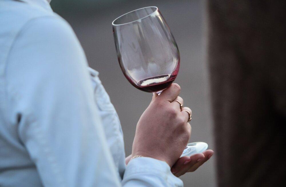 """Ei mingit """"üht klaasi punast veini"""": teadlased kinnitasid, et igasugune alkoholitarbimine on tervisele kahjulik"""