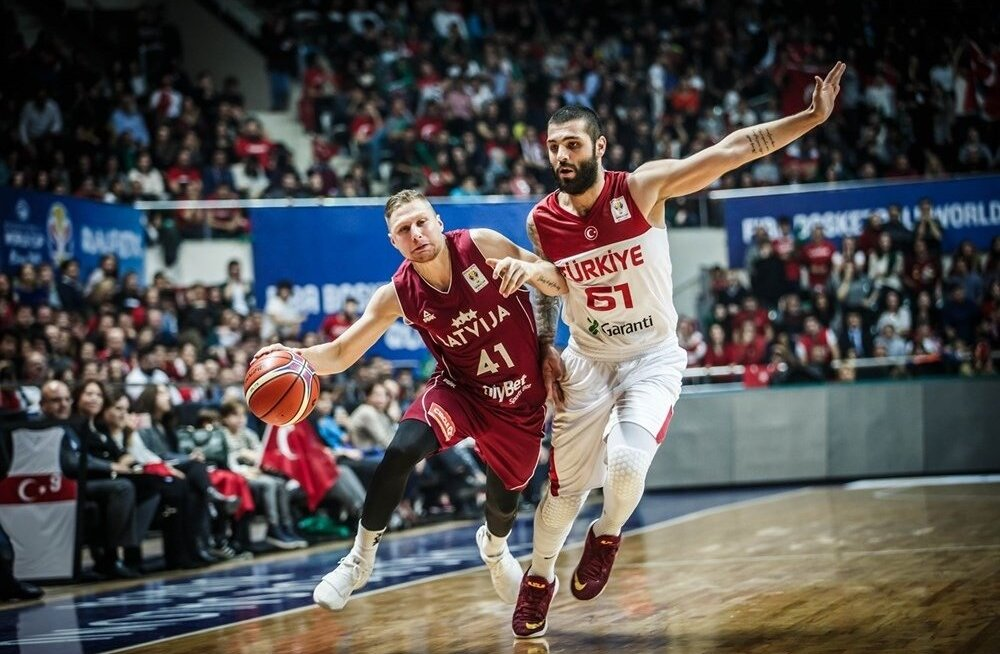 Läti (punases) vs Türgi.