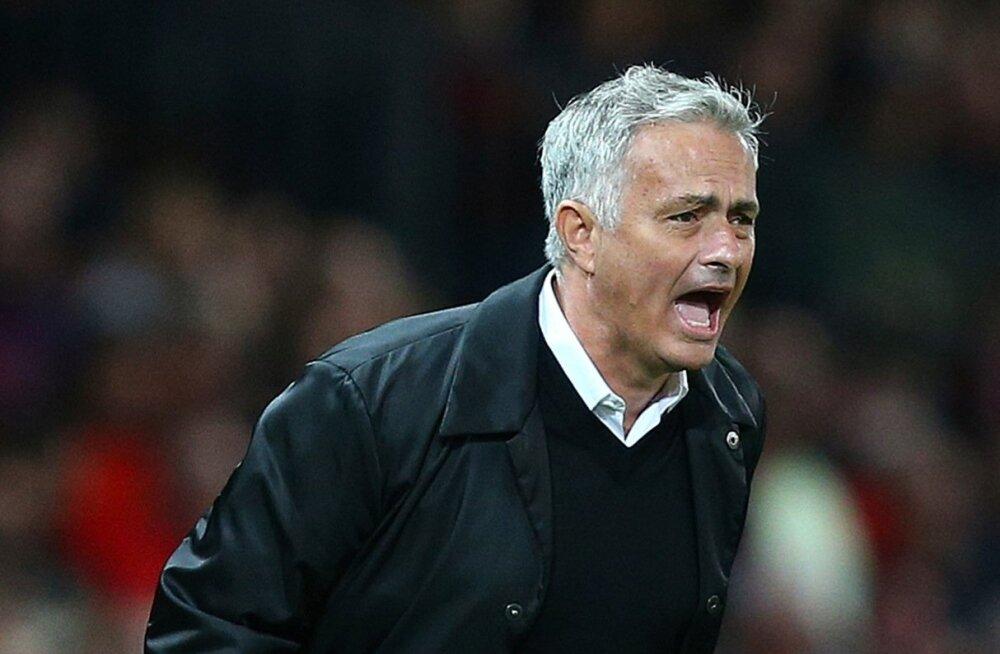 Jose Mourinho on hädas ja tema jaoks praegu lahendust ei paista.