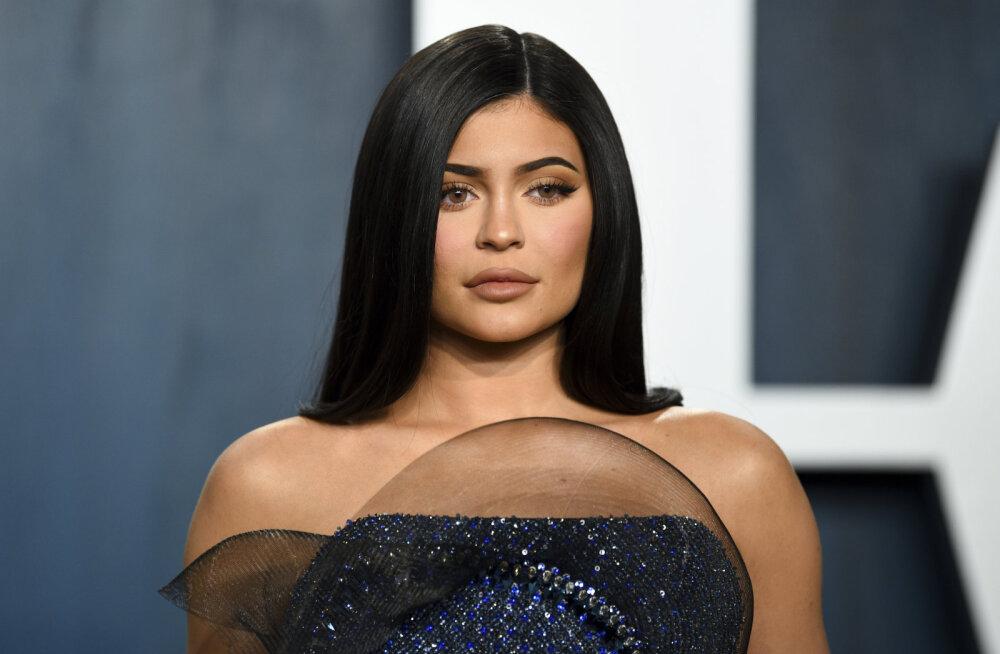 KUUM KLÕPS | Kylie Jenner jagas võrgutavat pilti peaaegu olematus rinnahoidjas