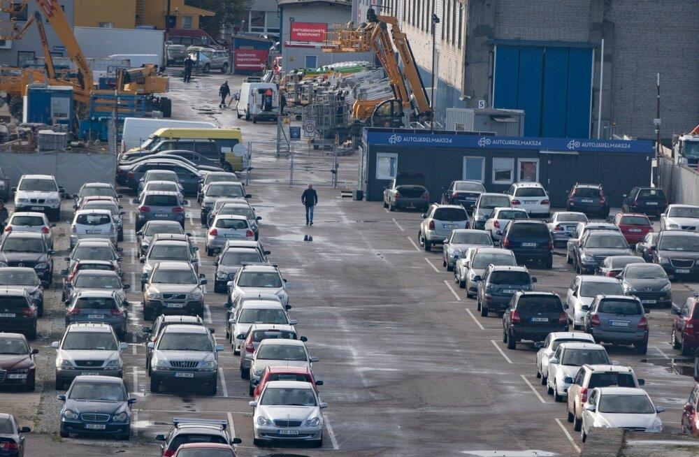 Autojärelmaks24 müügiplatsilt Lasnamäel on mitu korda tarbijatele sõidukõlbmatuid autosid müüdud.