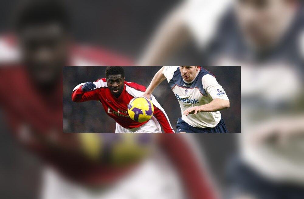 Arsenali Kolo Toure ja Boltoni Kevin Davies
