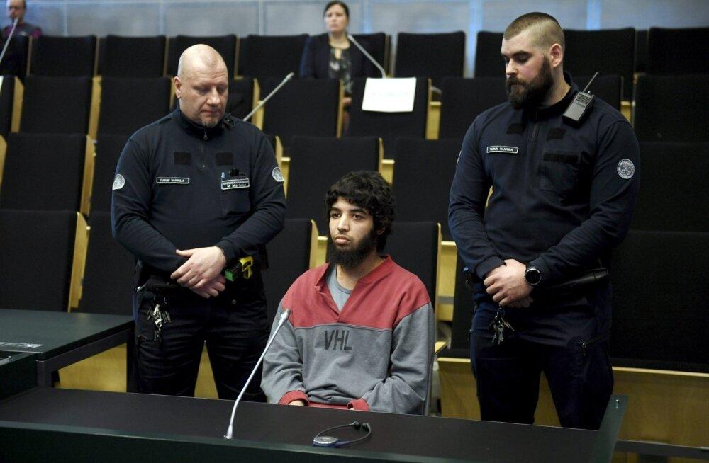 Суд над зарезавшим двух человек в Турку: обвиняемый не раскаивается