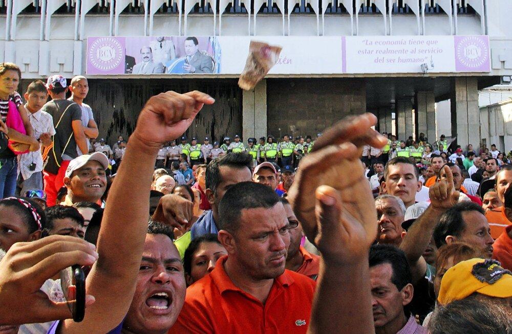 Venezuelas on rahvarahutused. Kehtetuks kuulutatud rahatähed on kummalisel põhjusel taas kehtivad