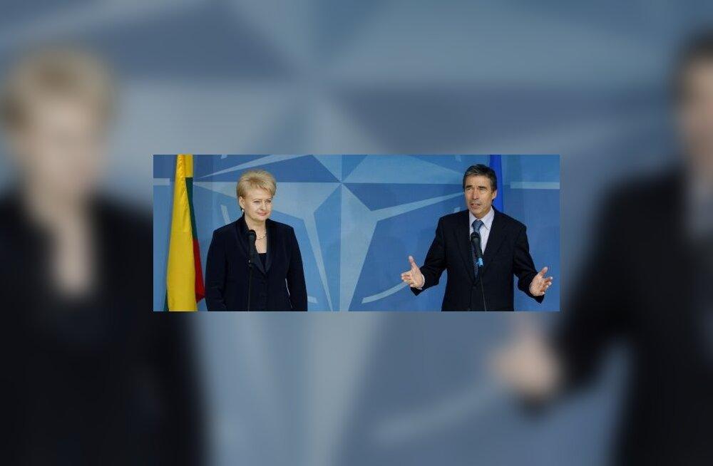 NATO juht tutvub Leedu visiidil õhuturbebaasiga
