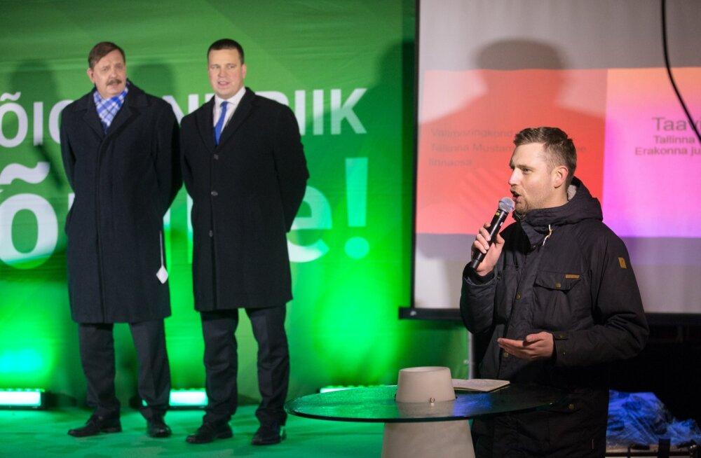 Андре Ханимяги (справа) и два бывших мэра Таллинна - Таави Аас (слева) и Юри Ратас