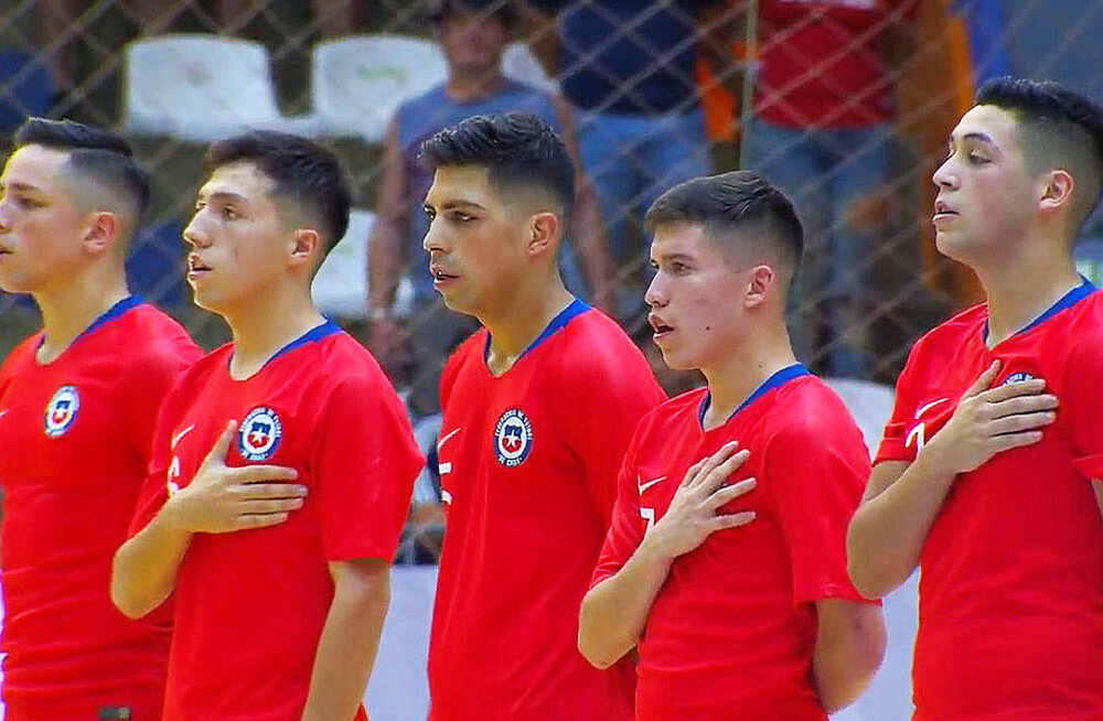 Tšiili saalijalgpall saab professionaalseks