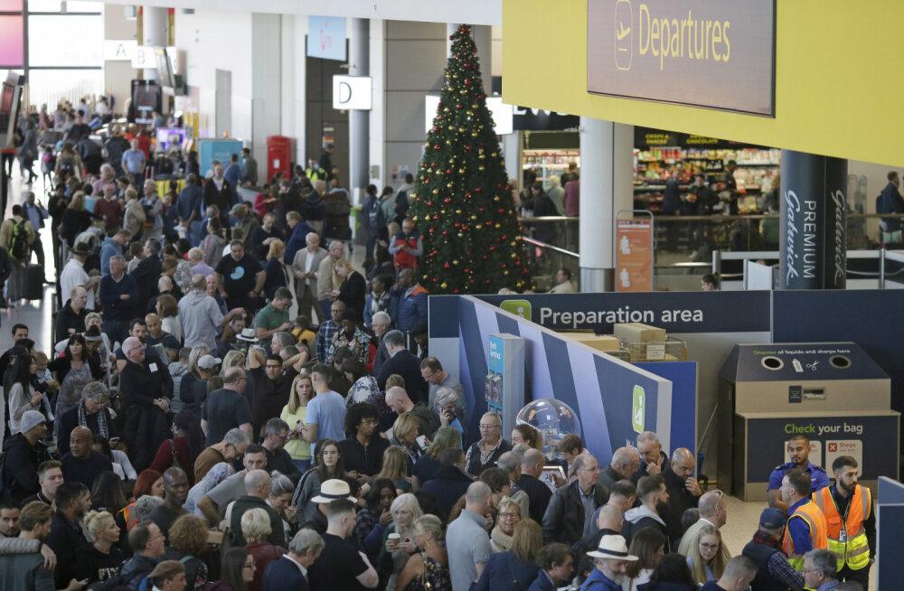 В лондонском аэропорту теперь не надо стоять в очереди на посадку! Всех пассажиров будут вызывать по номерам