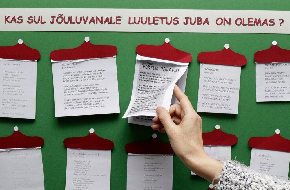FOTOD | Rapla raamatukogus saab omale jõululuuletuse rebida
