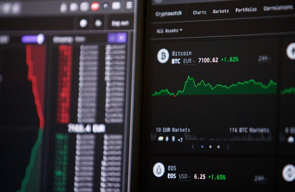 Esimese kaasaegseplokiahela leiutas Satoshi Nakamoto ja see oli seotud bitcoin valuutaga.
