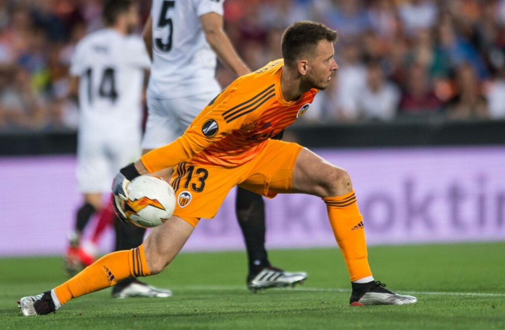 Neto kaitseb edaspidi FC Barcelona väravat.