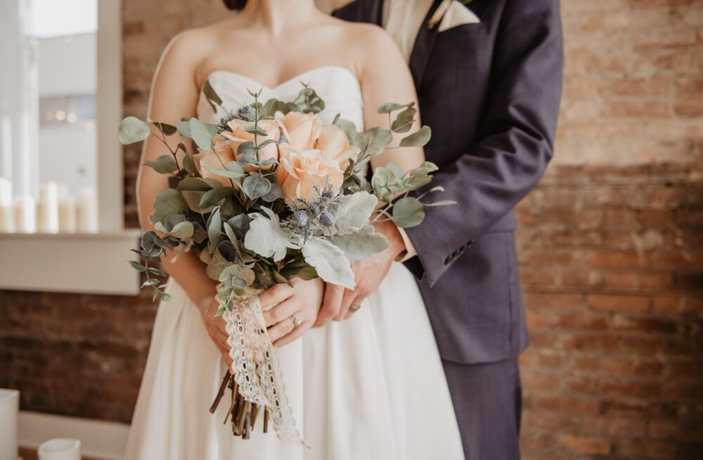 Peagi abielluv noorpaar koostas oma külalistele riietumise etiketi, mis põhjustas nii mõneski pahameelt