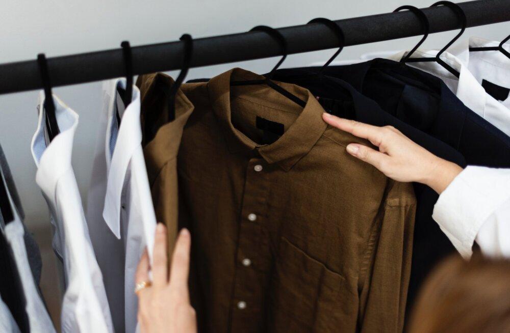 Как разгладить мятую одежду без утюга? Лайфхаки для тех, кто торопится