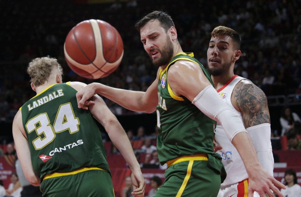 """""""Petiste kamp! Täielik häbiplekk!"""" Austraalia keskmängija süüdistab poolfinaali kaotuses rahvusvahelist korvpalliliitu"""