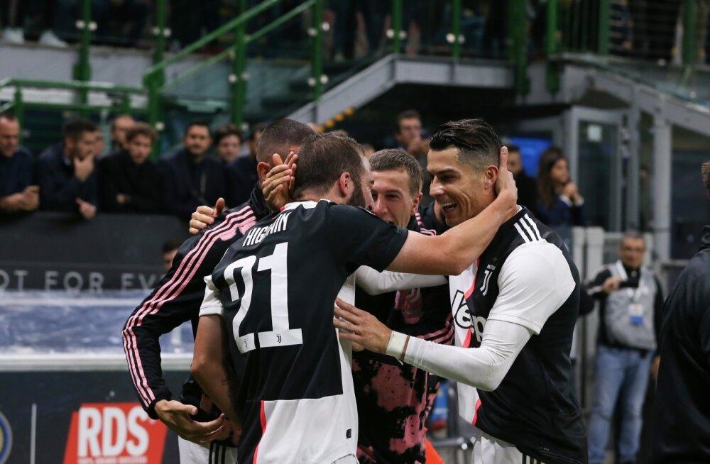 Gonzalo Higuain ja Cristiano Ronaldo tähistamas Juventuse võiduväravat.
