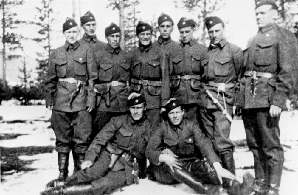 Norra sõjaväes olnud Eesti vabatahtlikud 1940. aastal Narviki all: Eduard Kalda, Leonhard Kenk, Helmut Valentin Kohal, Arseni Kristal, Artur Mäehans, Helmut Pedanik, Artur Rägastik, Arnold Soinla, Elmar Gustav Suits, Artur Veebel