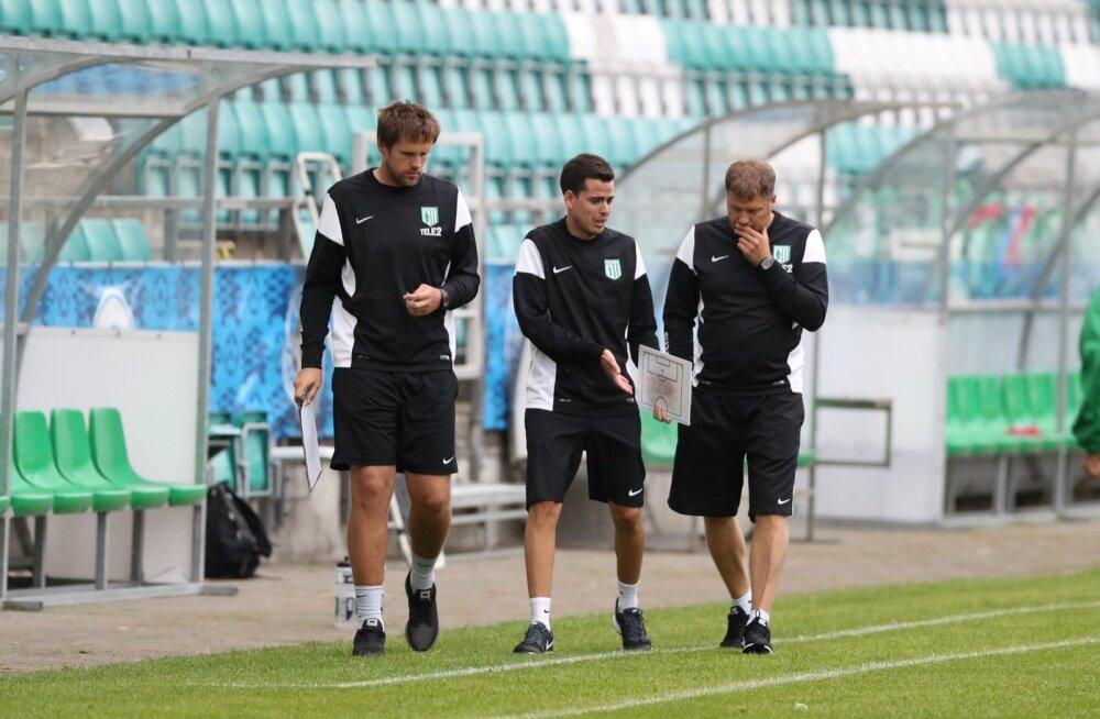 FC Flora treenerid eesotsas Argo Arbeiteriga (paremal) on meeskonna paisu tagant valla päästnud.