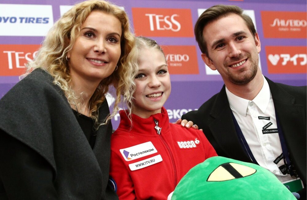 Aleksandra Trusova (keskel)