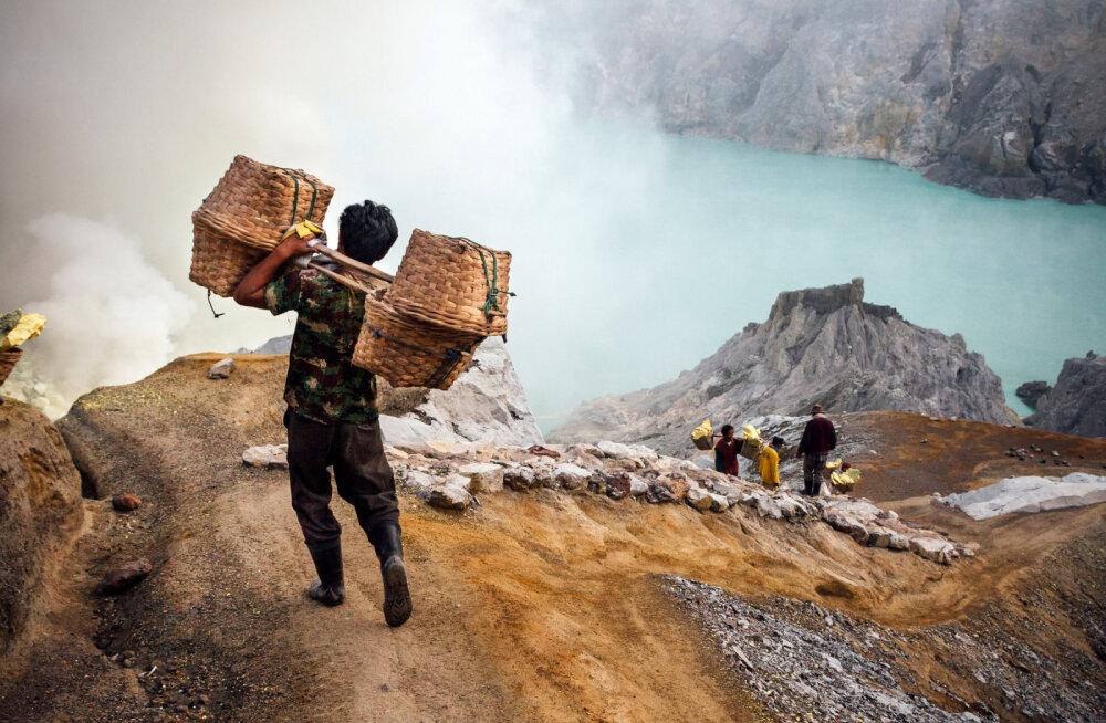 Жертвоприношение и адская работа. Как выжить в кратере действующего вулкана