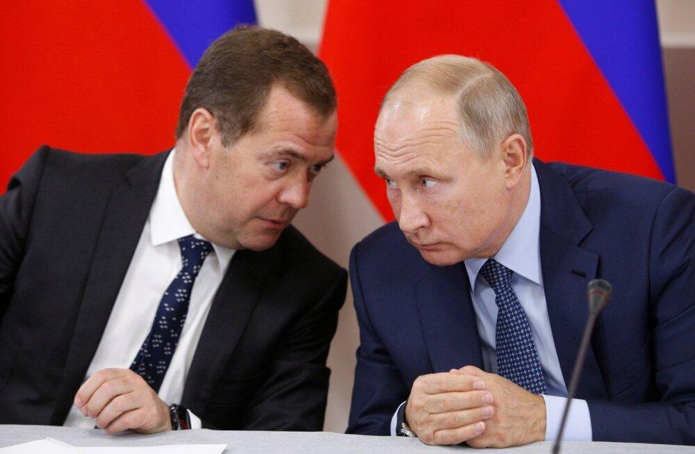 """Putin käskis Medvedevil uurida, mis toimub """"reaalses elus"""""""
