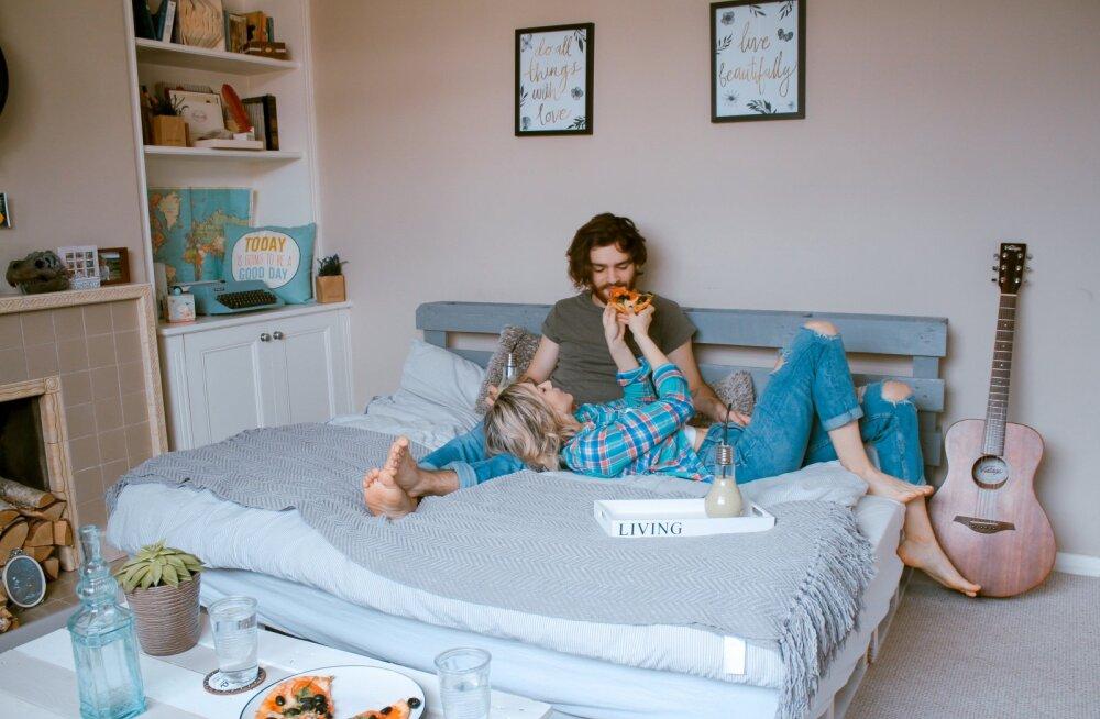 Naine, keda mehed päevast päeva elutoas ja magamistoas näevad, ei pruugi olla üks ja seesama naine