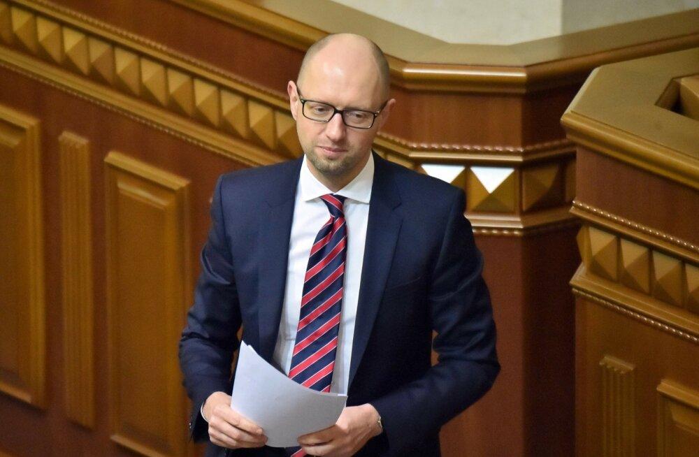 Jatsenjuk kutsus Porošenkot uut lehekülge pöörama ja rahus elama