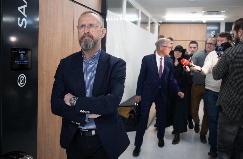 Mati Alaver otsustas pärast kohtuistungit vaikida. Ajakirjanikele jagas selgitusi tema advokaat Aivar Pilv.