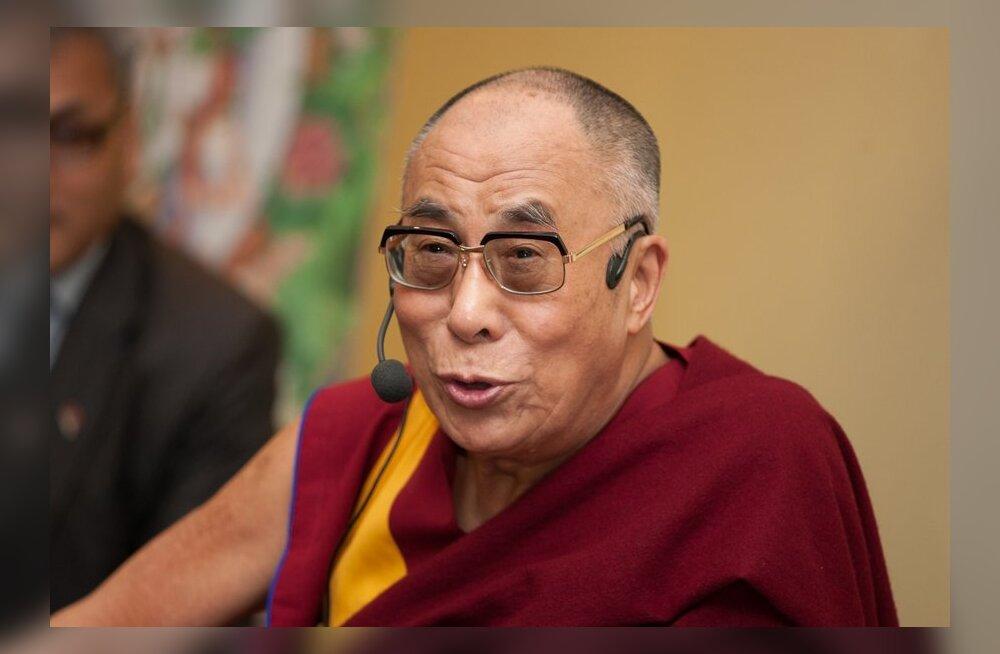 В Лхасе отменили 17-летний запрет на фотографии Далай-ламы