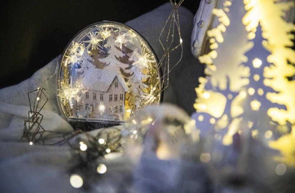 Зимние праздники в Риге: Самое большое в Балтии рождественское лазерное шоу, сотни колокольчиков и много лесных зверей