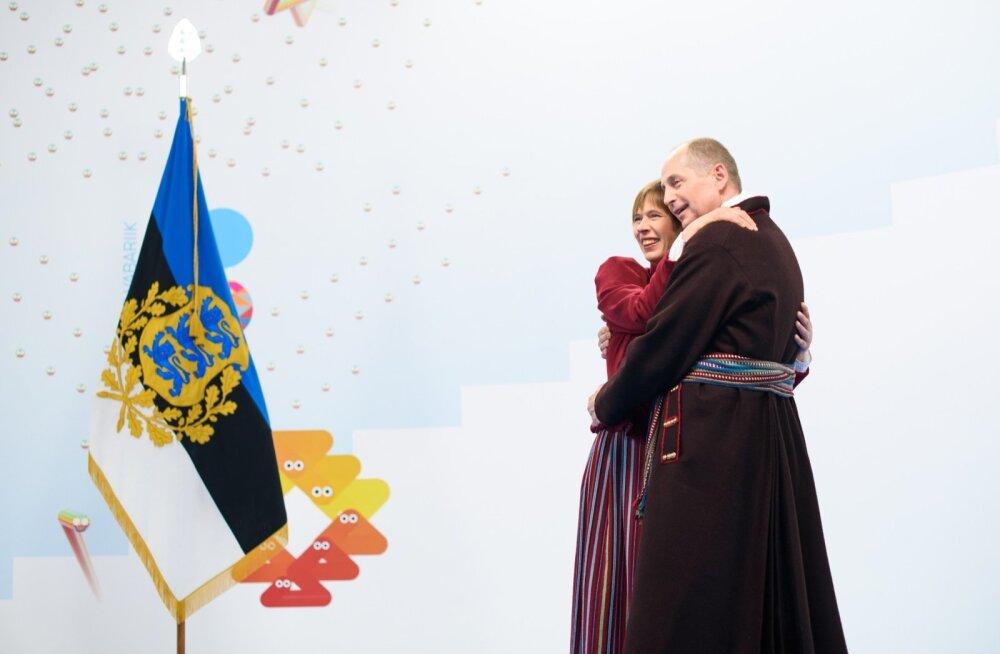 President Kersti Kaljulaidi ja abikaasa kallistus kell 20.18.