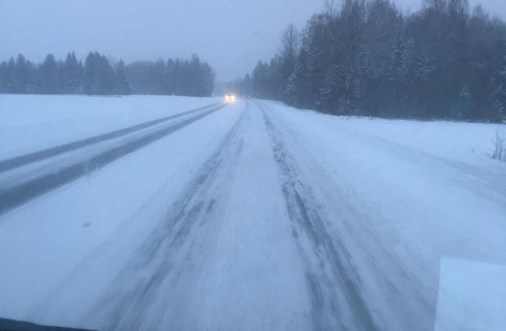 Teeolud on halvad: tugevad lumesaju hood üle Eesti, puhub tugev tuul ja libeduse oht on suur