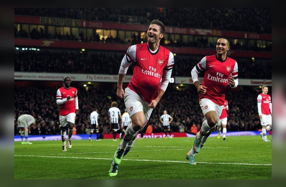 Olivier Giroud (vasakul) ja Theo Walcott tähistamas järjekordset tabamust, jalgpall